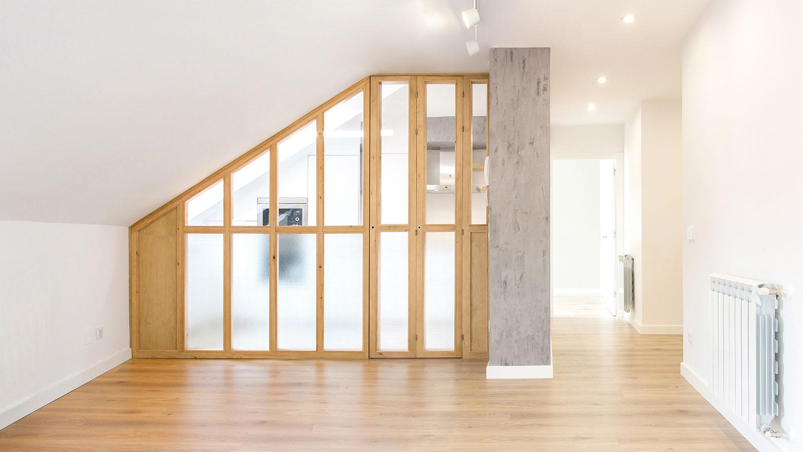 Reforma vivienda EA. Cristalera madera