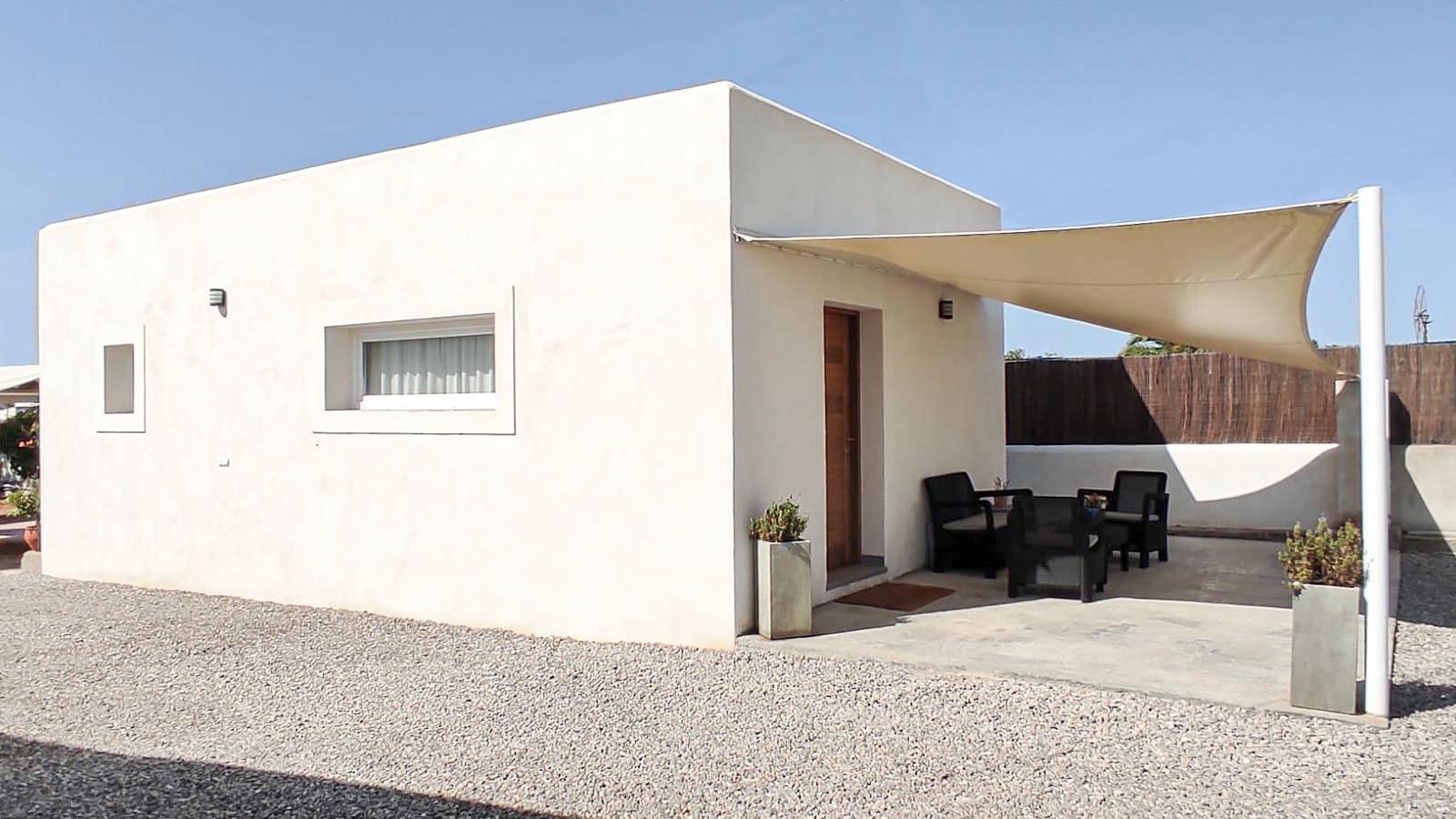 Vivienda mínima en Ibiza. Vista exterior